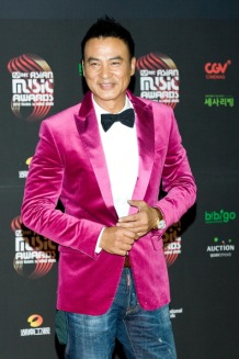 HONG KONG - NOVEMBER 30: Actor Simon Yam from China attends the 2012 Mnet Asian Music Awards Red Carpet on November 30, 2012 in Hong Kong, Hong Kong. (Photo by Han Myung-Gu/WireImage)