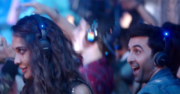 lisa-haydon-makes-a-surprising-entry-with-ranbir-kapoor-in-the-breakup-song-201610-812863