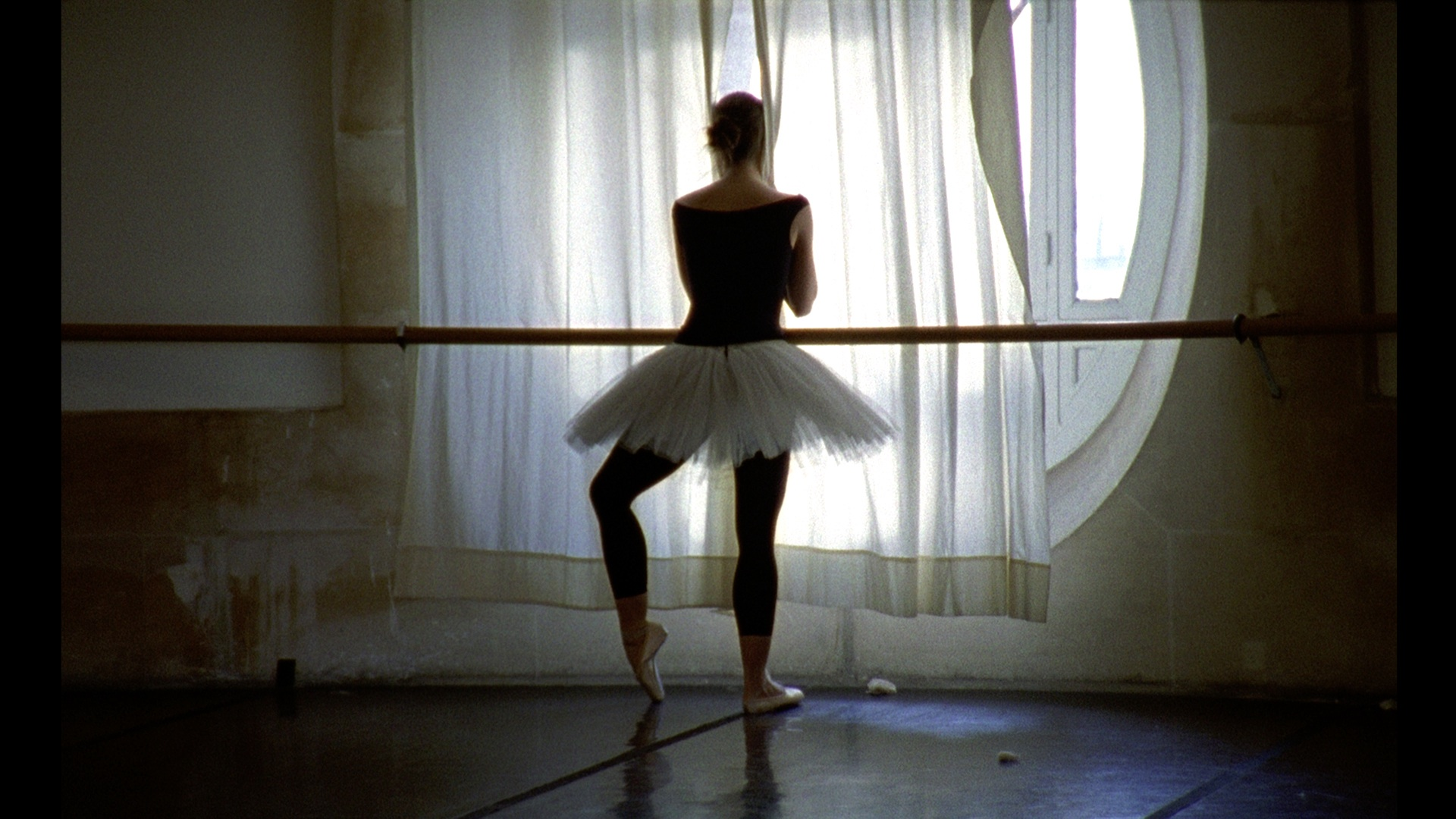 La-Danse-still-1